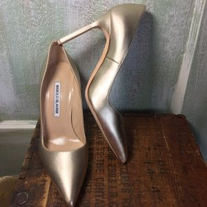 Manolo Blahnik gold pointed toe pumps 6.5